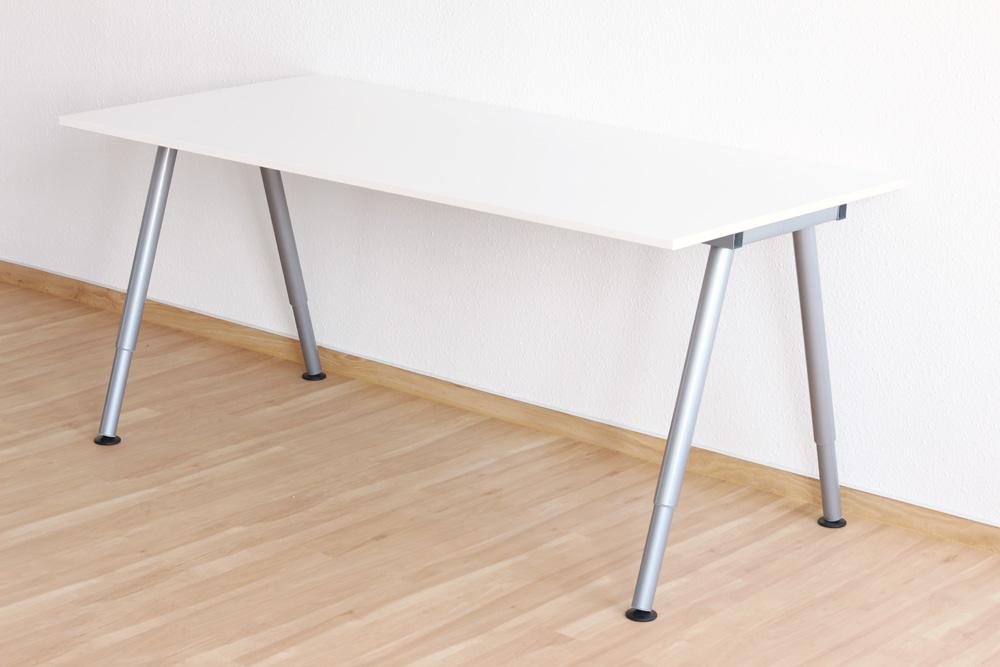 so unterscheidet sich der ikea thyge schreibtisch vom. Black Bedroom Furniture Sets. Home Design Ideas