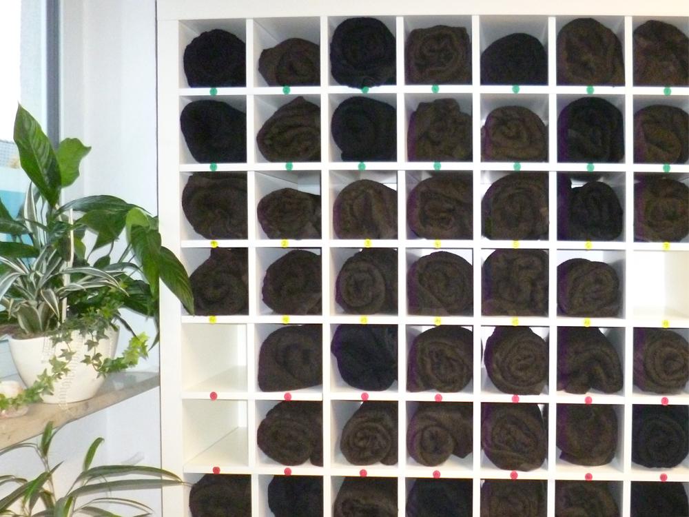 unglaublich clever ikea expedit regal als handtuchregal. Black Bedroom Furniture Sets. Home Design Ideas