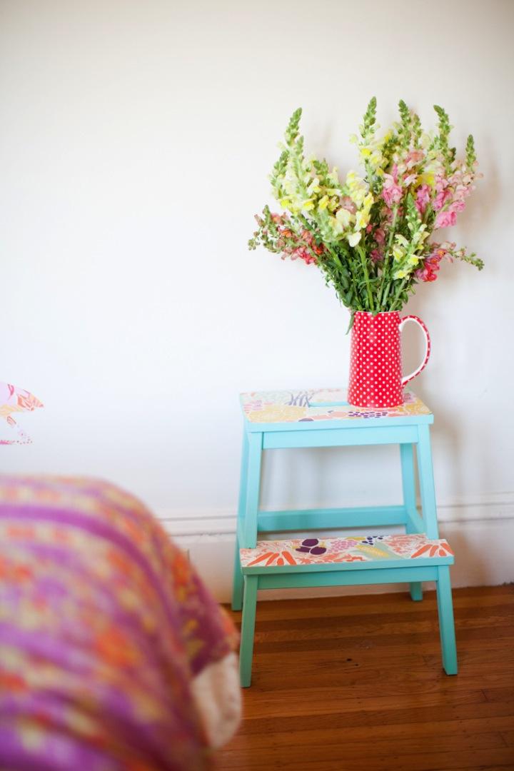 DIY-stool-with-wallpaper