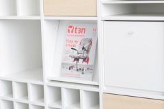 Schräge Platte im Expedit Regal für Zeitschriften
