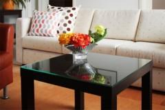 Lack Tisch mit Sicherheitsglasplatte