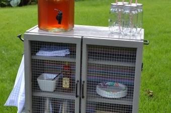 Sommerfeeling: Eine stylishe Minibar für deine nächste Gartenparty