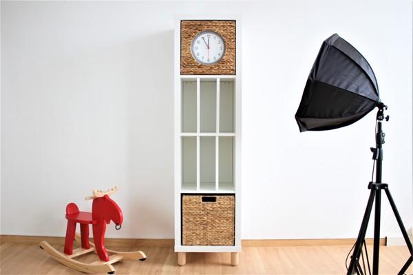 Ikea-Kallax-Hack-Big-Sven-abgespeckt-mit-Elegant-Regaleinsatz-und-Uhr