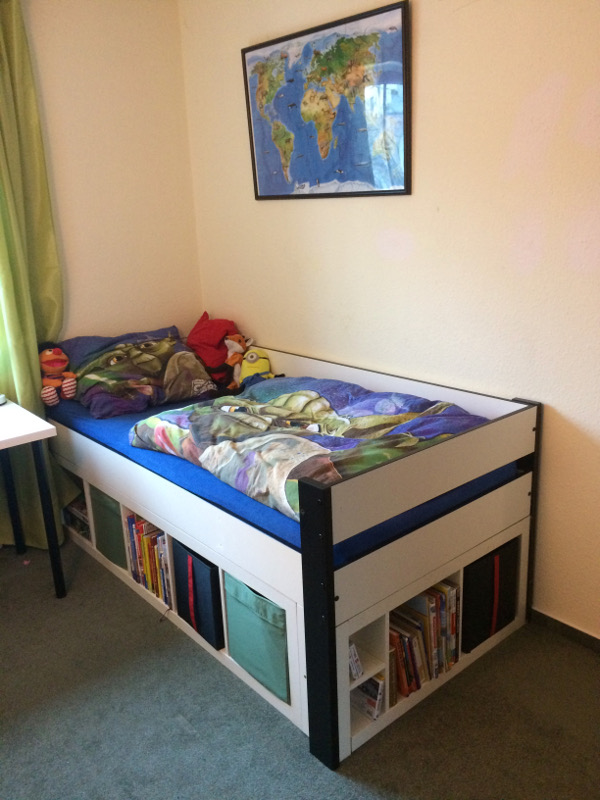 kinderbett mit stauraum. Black Bedroom Furniture Sets. Home Design Ideas