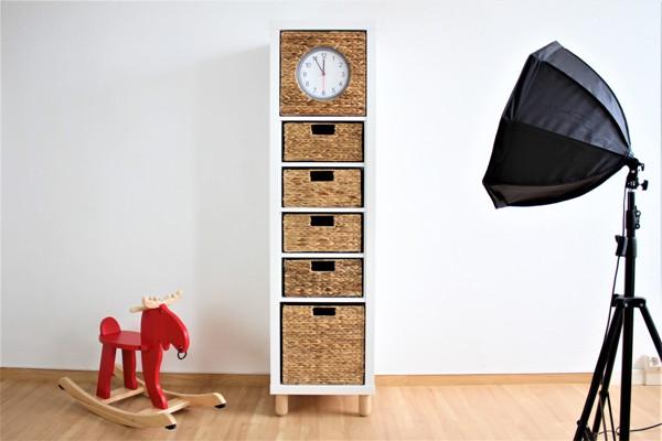 Ikea-Kallax-Hack-Big-Sven-mit-Korbelementen-mit-Uhr591d98037bab5