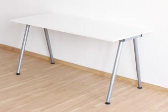Was unterscheidet den Ikea-Schreibtisch Galant von Thyge?