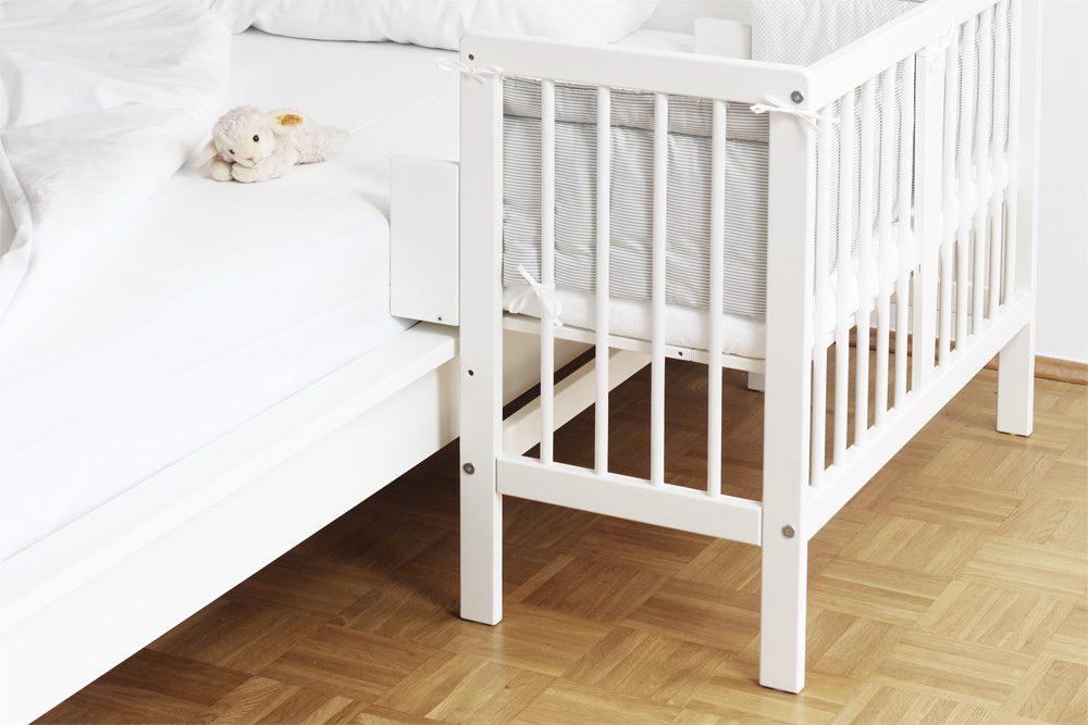 dieses baby beistellbett passt auch an ein ikea malm bett. Black Bedroom Furniture Sets. Home Design Ideas