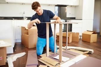 Abbau von IKEA Möbeln