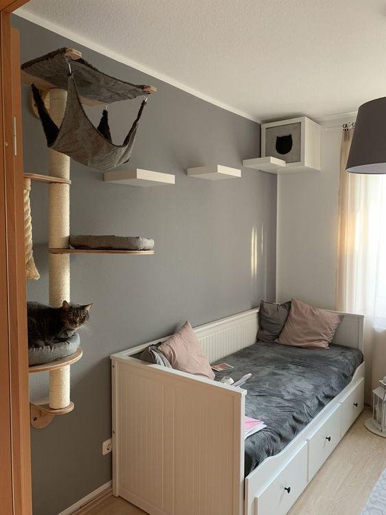 Ikea-Kratzbaum-Katze-Wand-Lack