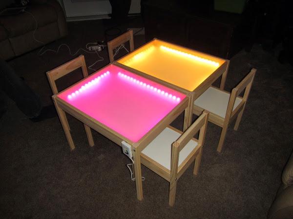 Lack_Tisch_mit_bunten_Lichtplatten
