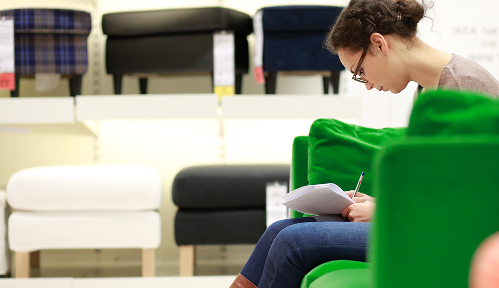 probesitzen-probeliegen-ikea-sofa-polsterm-bel-test