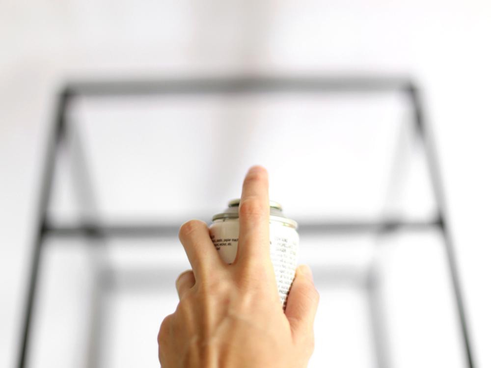 Tischbeine-des-Ikea-Beistelltisches-mit-Metallic-Spray-bespr-hen54eb3fd9472bf